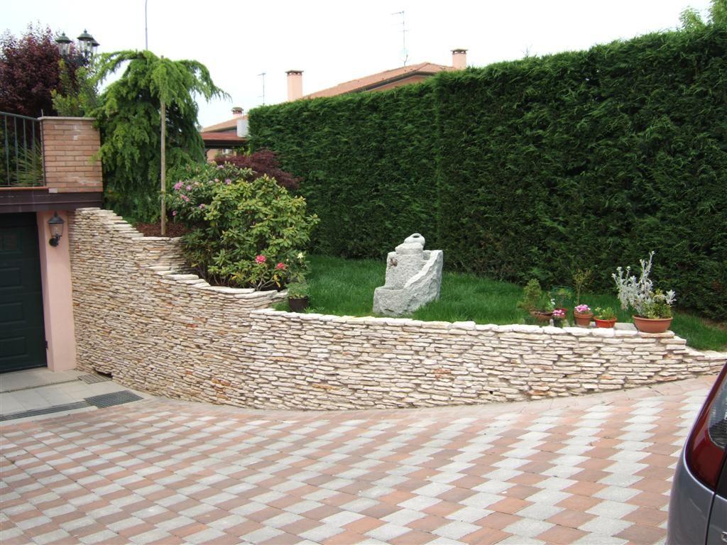 Allestimento aiuola con marmo di trani casette tettoie - Muretti da giardino ...