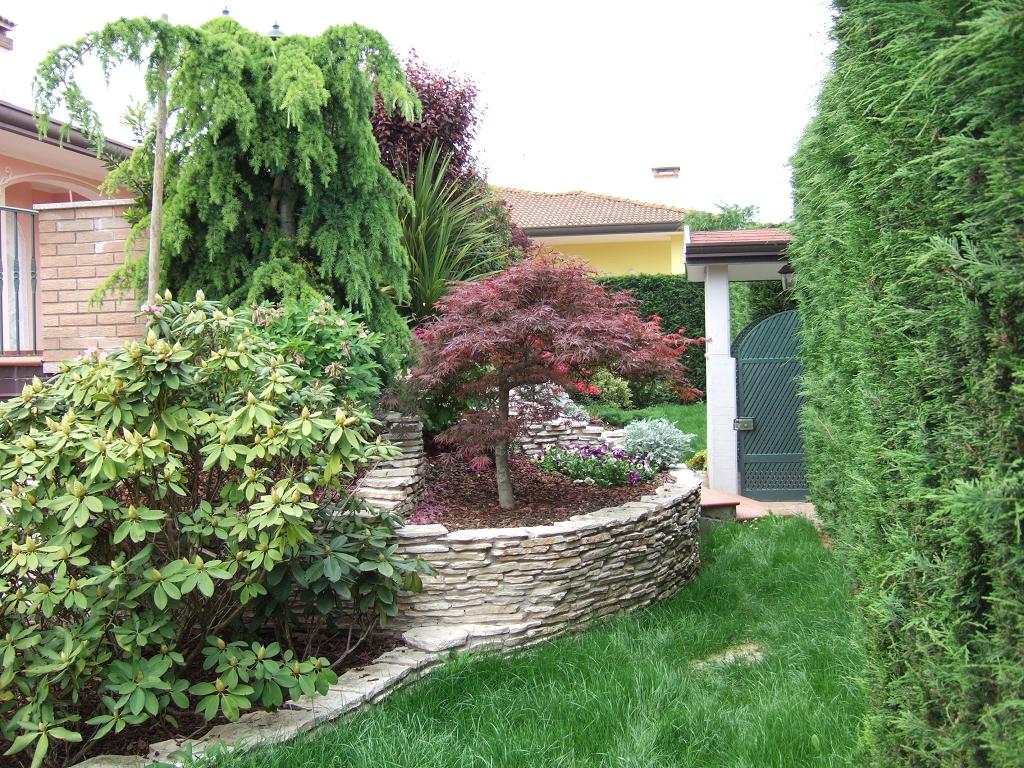 Allestimento aiuole casette tettoie pergole in legno for Allestimento giardino